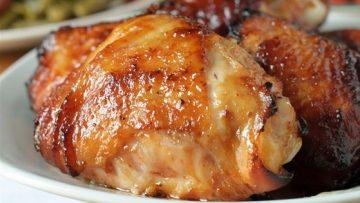 Eigen gemarineerde kip voor op de barbecue