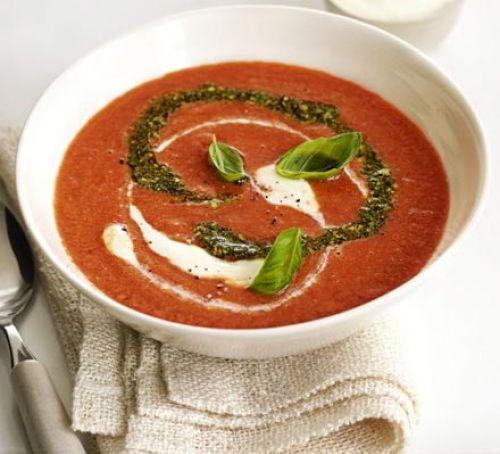 Maak nu Italiaanse rijke Tomatensoep met Pesto
